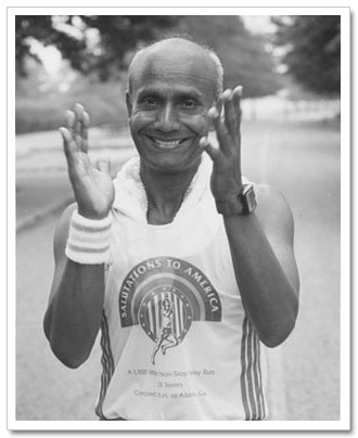 Sri Chinmoy applauding